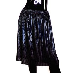 LOFT Black Metallic Knee Length Mini-Pleated Skirt